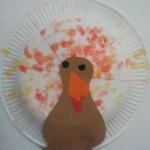 Dinde de Thanksgiving avec une assiette en carton