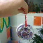 Boules de noël pailletée (Dès 2 ans)