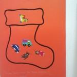 Chaussettes de noël remplies de jouets en gommettes