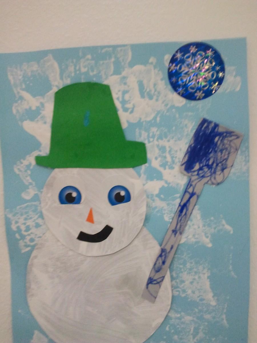 R aliser une bonhomme de neige avec des gobelets en plastique education - Fabriquer un bonhomme de neige ...