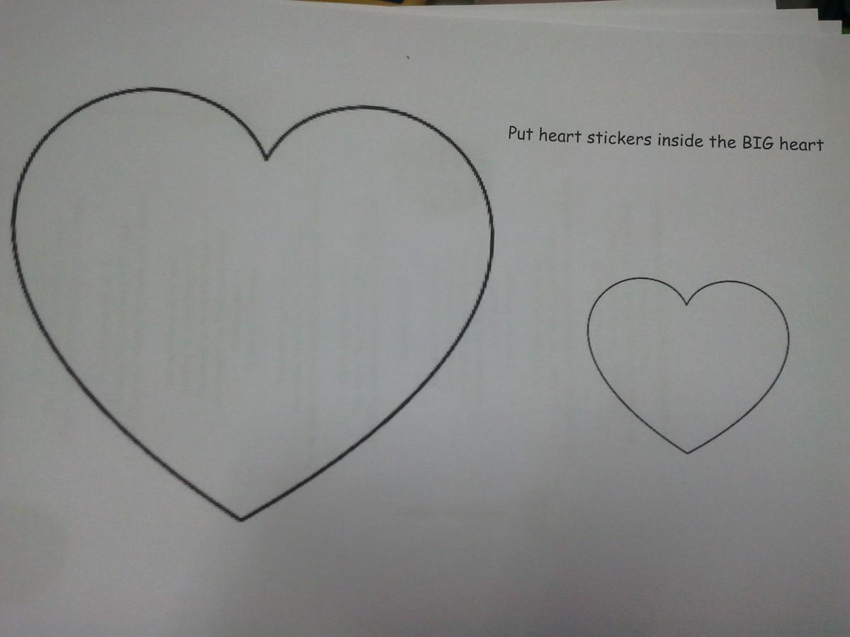Activité pour la Saint Valentin/Collage de gommettes dans le gros coeur