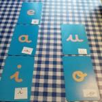 les lettres rugueuses et association lettres scriptes