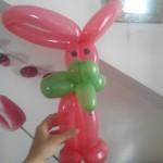 Lapin sculpté avec des ballons