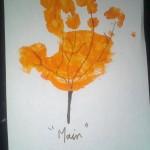 arbre-empreinte de main avec de la peinture