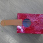 Activité manuelle fête des pères: Fabriquer une guitare en carton