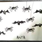 Halloween-araignées et chauves souris en empreintes de doigt et peinture