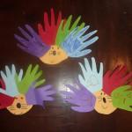 hérisson à fabriquer avec du papier canson et des mains d' enfants
