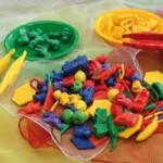 Activité de tri avec la pince-travailler la motricité fine et ses couleurs