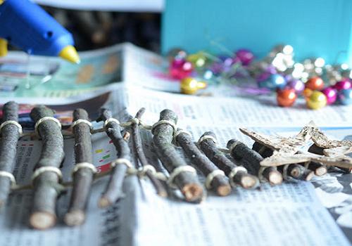 Sapin de noel en bois fabriquer education for Sapin de noel a accrocher au mur