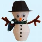 Fabriquer un bonhomme de neige avec des boites à oeufs (Dès 2 ans et demi)
