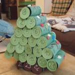 Calendrier de l'avent à fabriquer en forme de sapin avec des rouleaux de papier toilette