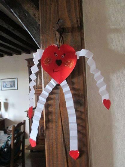 Fête des mères/saint valentin bricolage d'un bonhomme rigolo en forme de cœur