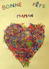 Coeur coloré en taillures de crayon pour la fête des mères