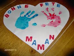 fete_des_meres_coeur_empreintes_mains