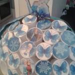La reine des neiges à fabriquer avec des gobelets en plastiques