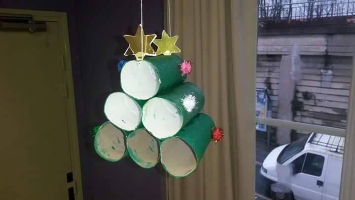 Sapin de noel avec rouleaux de papier toilette education - Decoration de noel avec rouleau papier toilette ...