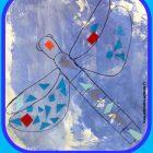 Activité manuelle de collage sur une libellule (Dès 2 ans)