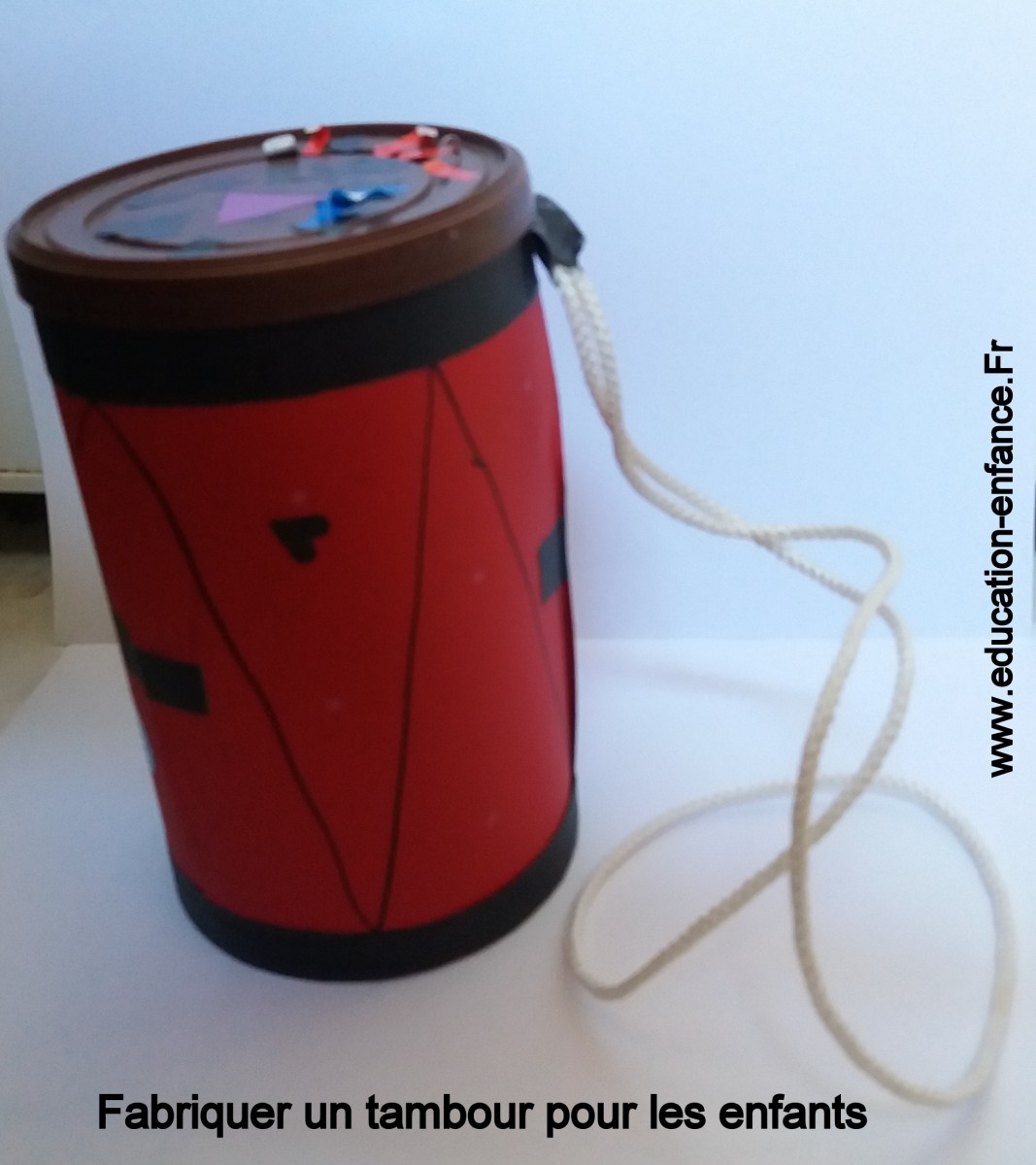 Activité manuelle de fabrication d'un tambour pour les enfants