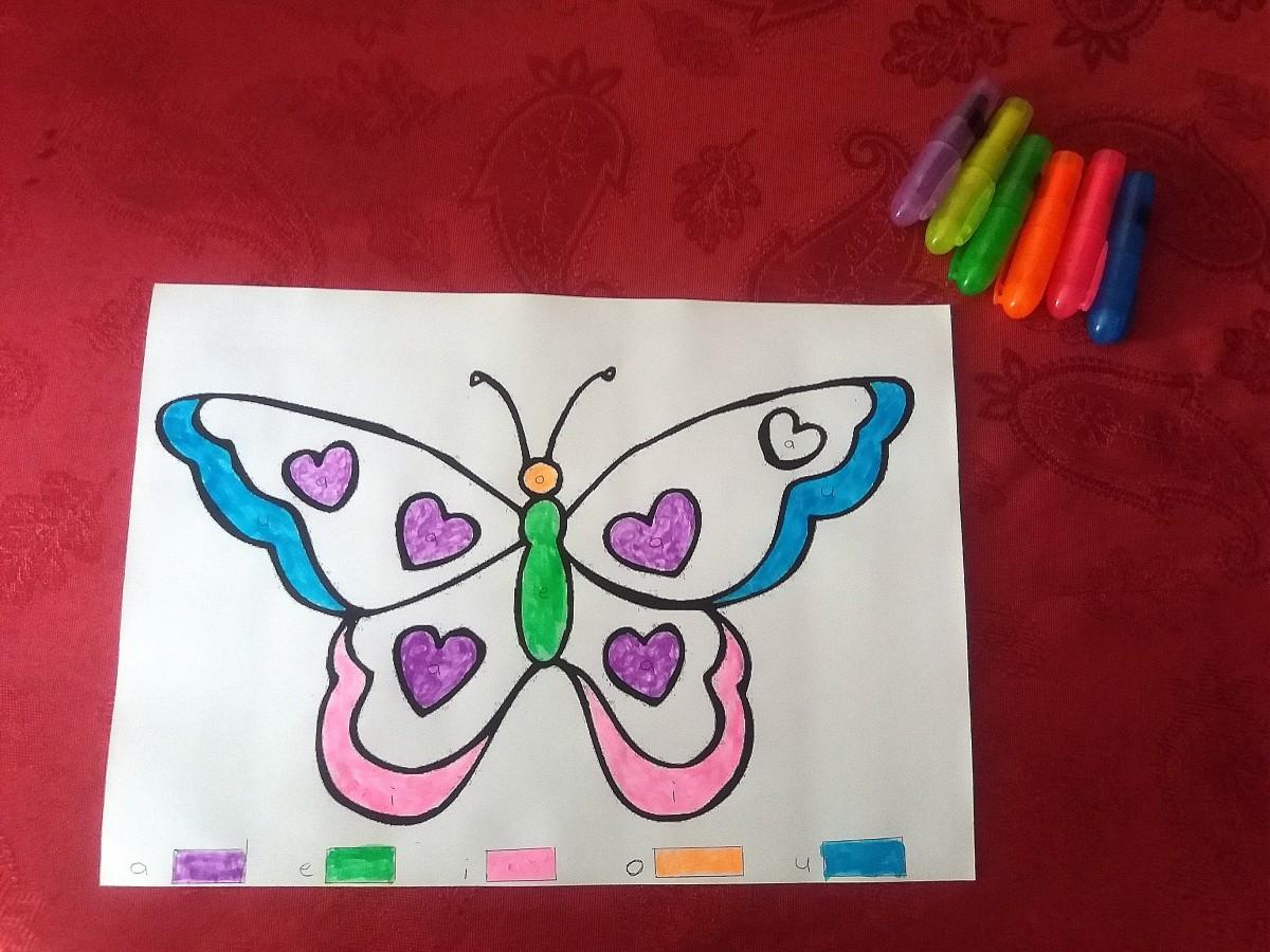 Coloriage papillon avec les lettres (Dès 3 ans et demi)
