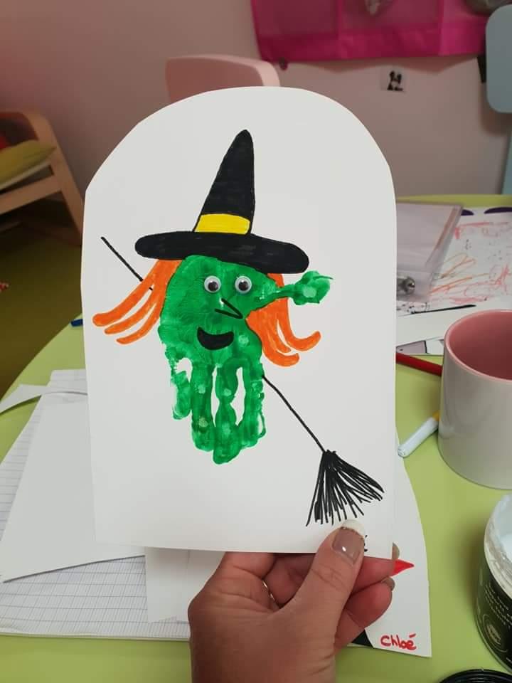 activité peinture pour halloween: une sorcière