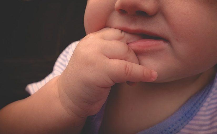 Astuces pour soulager les poussées dentaires de bébé
