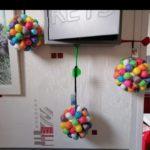 Boules de Noël en playmais à fabriquer